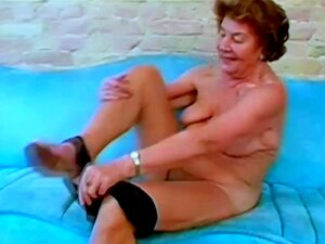Ommas nackte Nackt oma