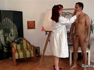Un jeune artiste baise une milf